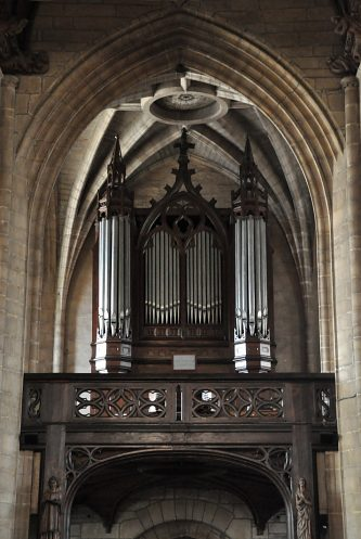 La tribune et l'orgue.